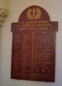 7 Une des plaques de marbre de l'église